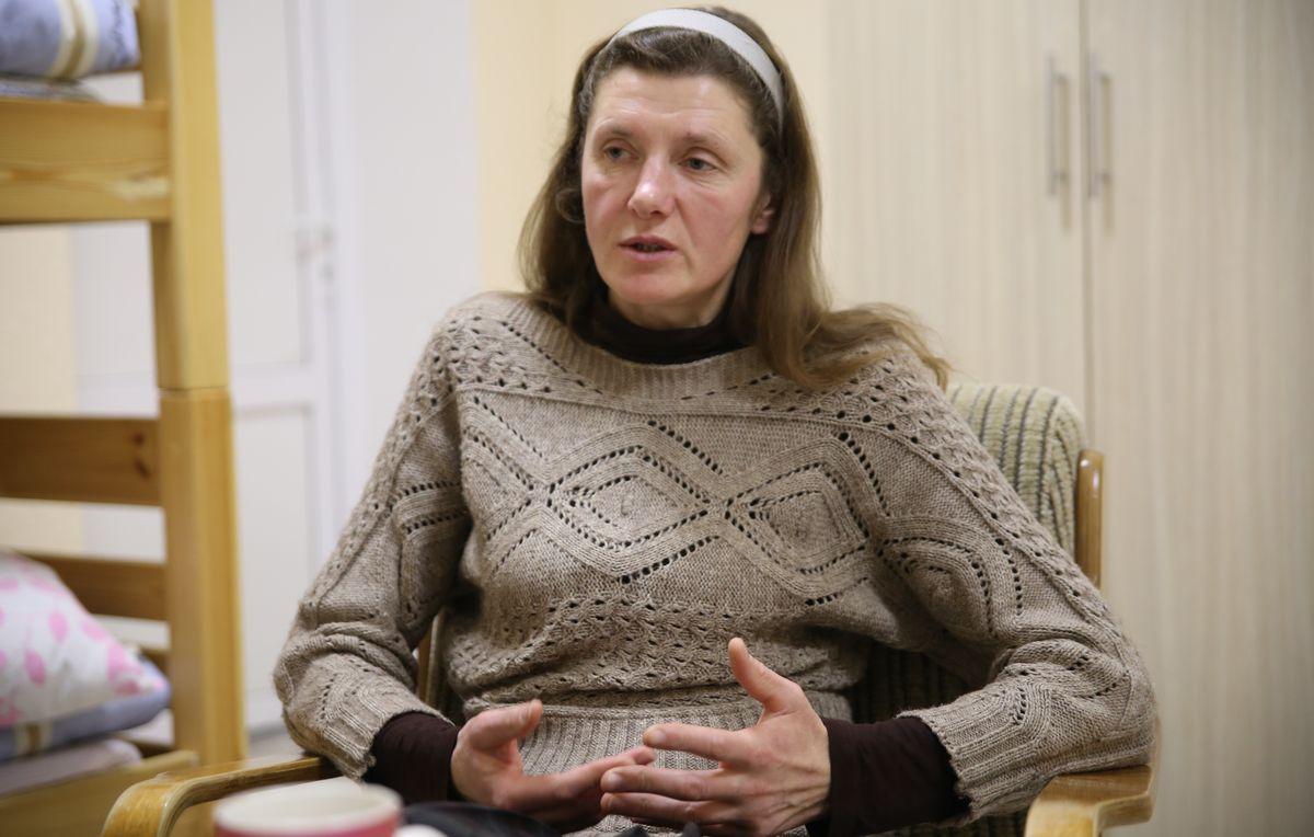 Сейчас Елена подрабатывает волонтером в доме ночного пребывания. Фото: Никита ПЕТРОВСКИЙ