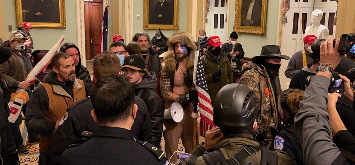 Сторонники Трампа ворвались в здание Капитолия