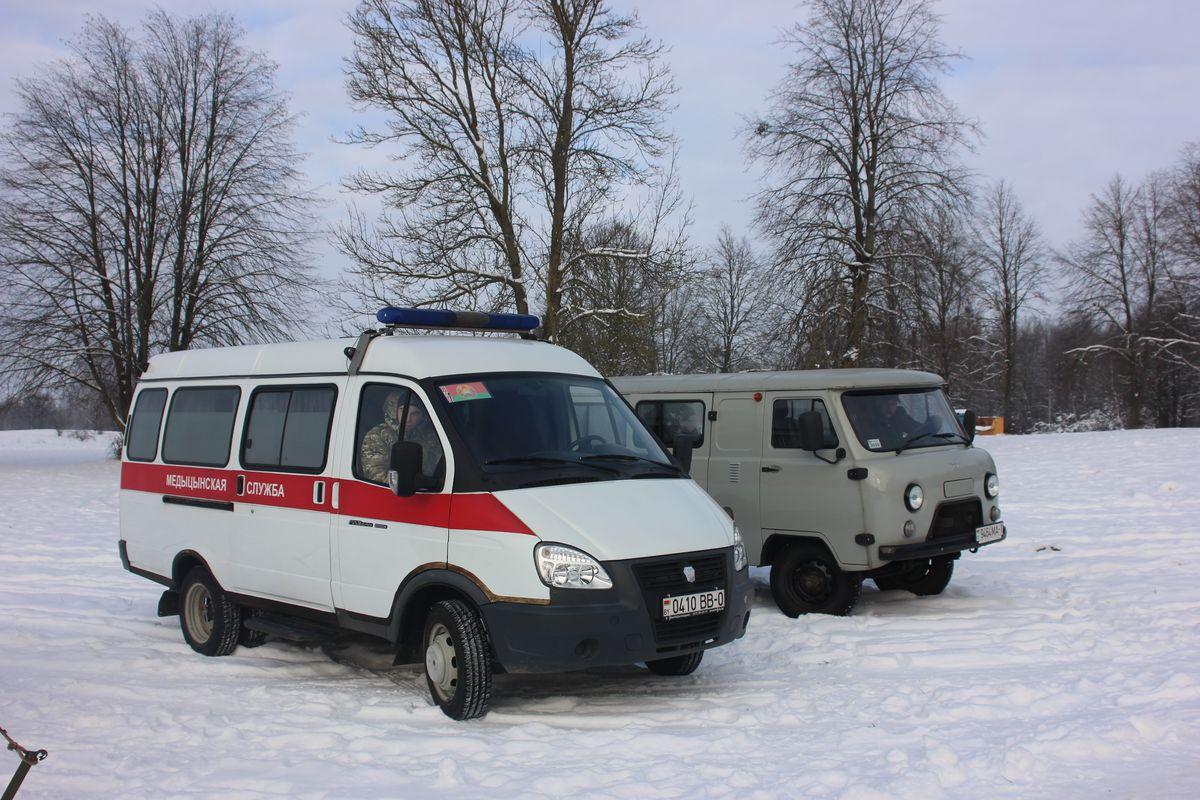 Рядом с местом для купания дежурили спасатели и служба скорой помощи. Фото: Никита ПЕТРОВСКИЙ
