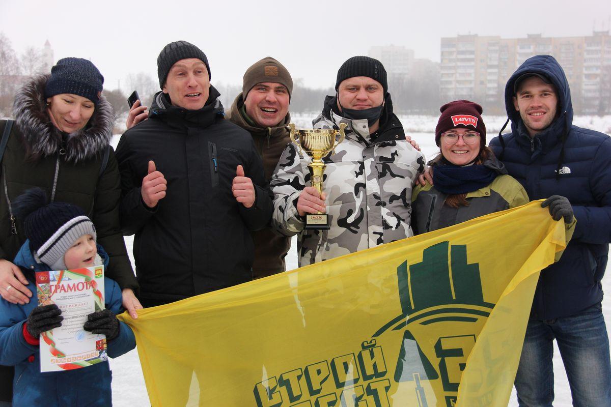 Всех участников спортивного праздника наградили грамотами, а победителям торжественно вручили кубки. Фото: Никита ПЕТРОВСКИЙ