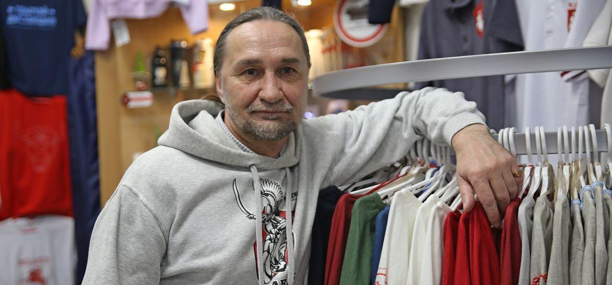 Шесть часов допрашивали в КГБ хозяина магазина товаров с нацсимволикой в Барановичах