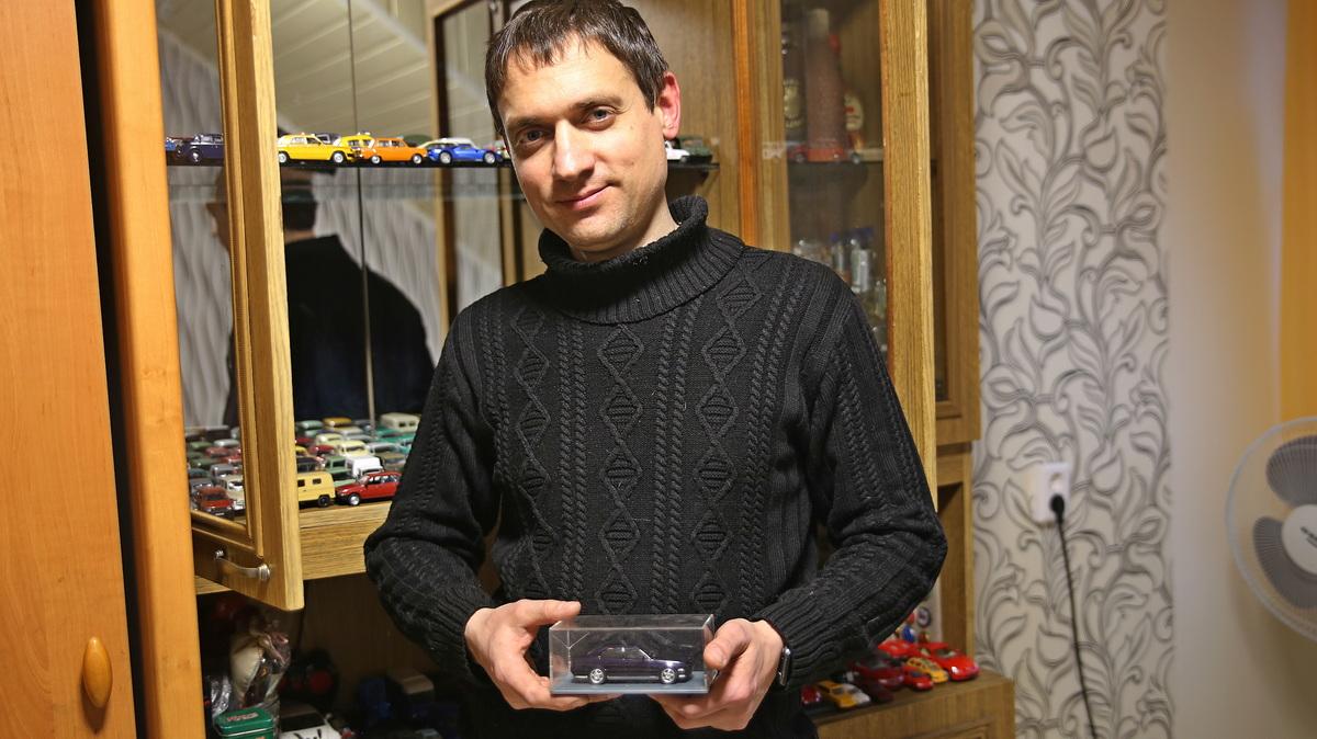 Друзья подарили Денису Гутько точную копию его настоящей машины.  Фото: Никита ПЕТРОВСКИЙ,  intex-press