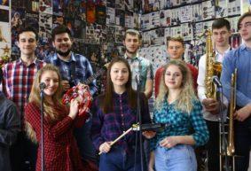 Как учащиеся Барановичского музыкального колледжа исполнили The Beatles. Видео