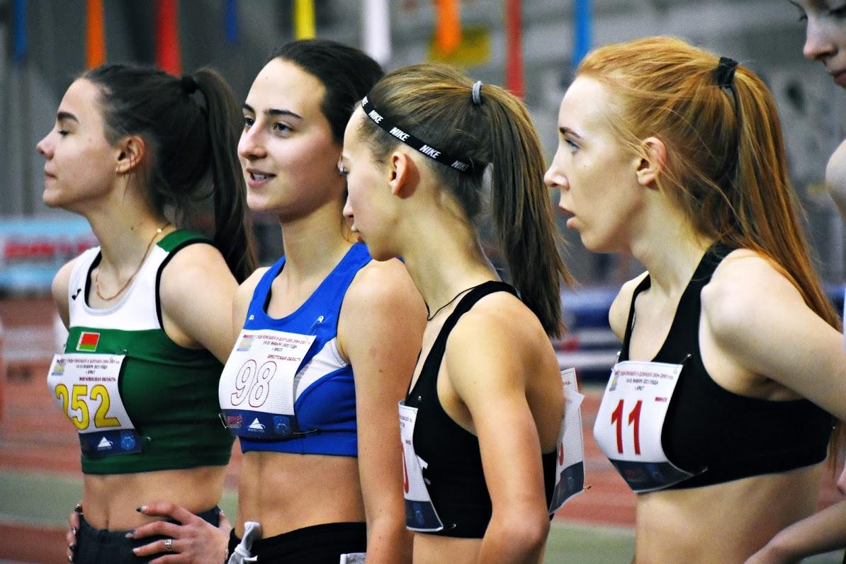 Александра Куневич (вторая слева).