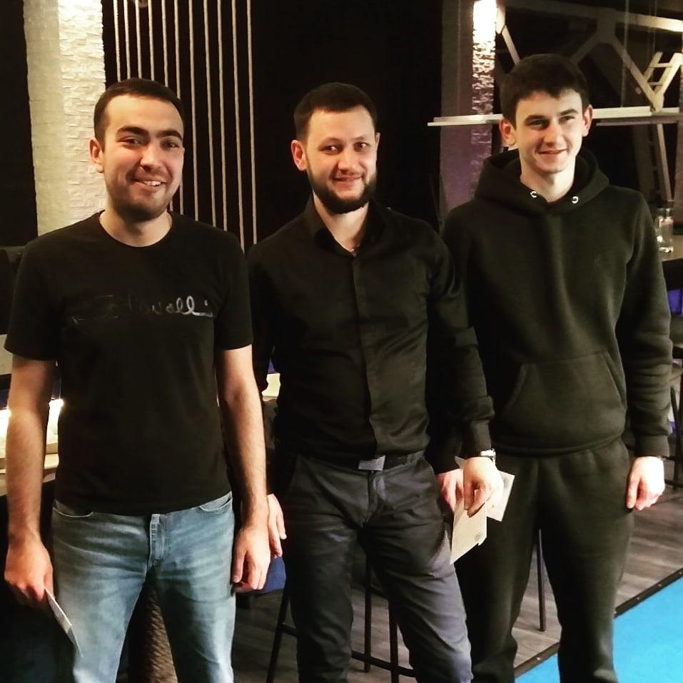 Владислав Родионов (первый слева) - 1-е место, Вадим Карпович (первый справа) - 3-е место. Фото: сообщество «Турниры «Комильфо» во «ВКонтакте»