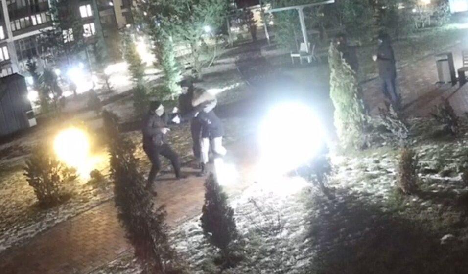 «Достал травматическое оружие, оттолкнул ногой мужчину, чтобы увеличить дистанцию». В МВД прокомментировали вчерашние задержания в Минске