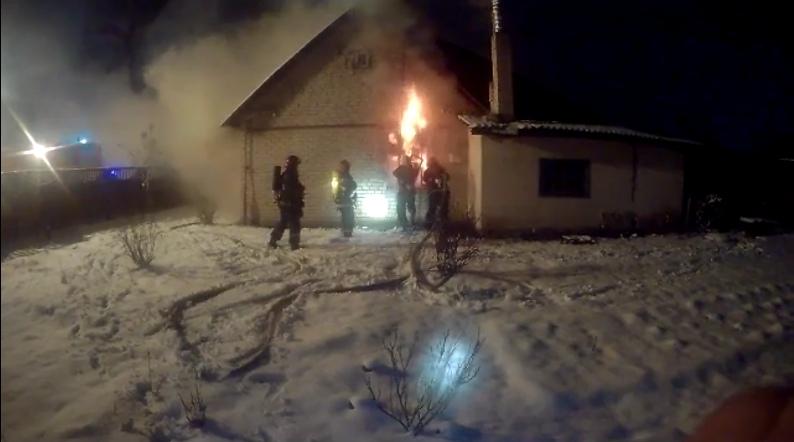 На пожаре погиб мужчина в Барановичах. Видео