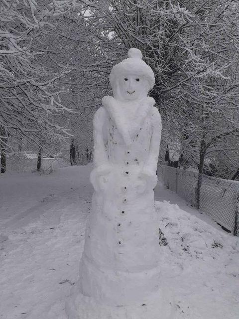 Снегурочка в деревне Совейки. Фото: @dianka_shpak_
