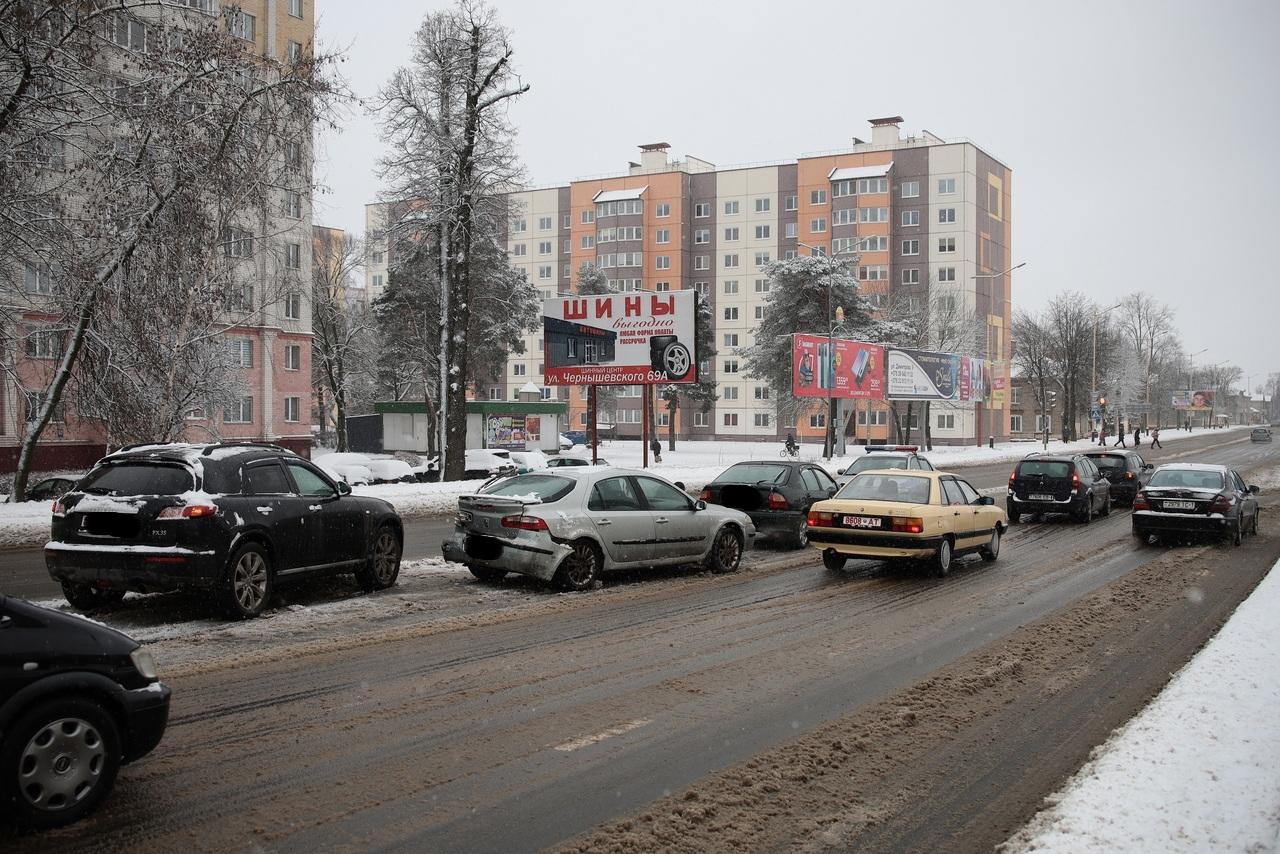 ДТП на улице Баранова. Фото: Александр КОРОБ
