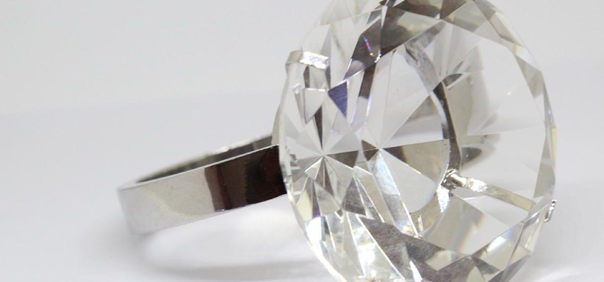 Из желудка девочки гродненские хирурги достали кольцо с бриллиантом