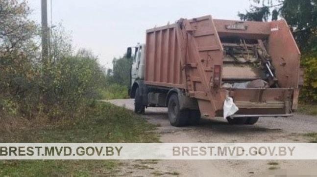 Вынесен приговор водителю, который на мусоровозе насмерть сбил человека в Барановичском районе