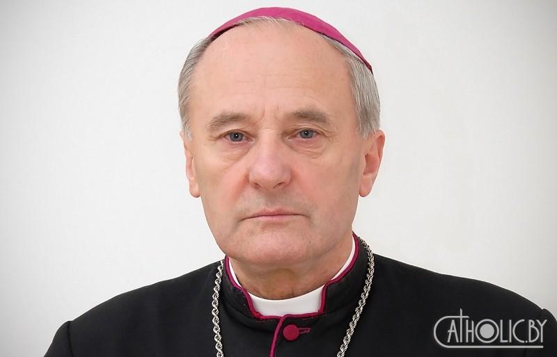 Учился в подпольной семинарии, думал стать врачом. Что известно о новом главе католической церкви Беларуси
