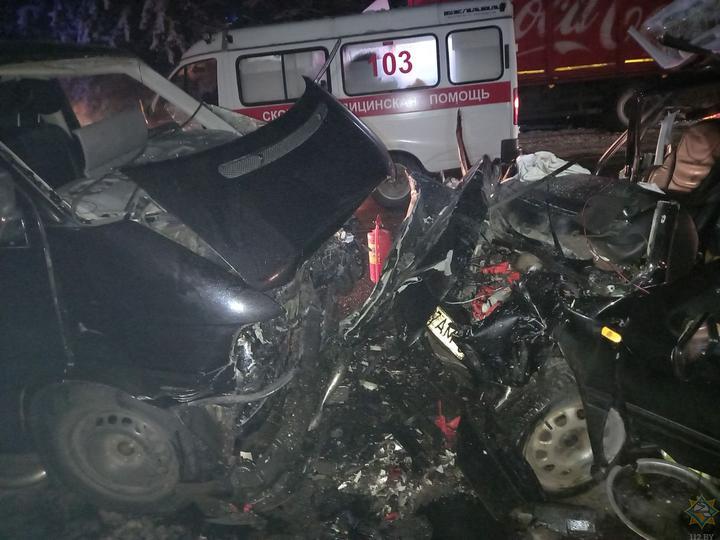 Автомобиль Volkswagen лоб в лоб столкнулся с микроавтобусом под Могилевом – пострадали пять человек, в том числе 4-летний ребенок
