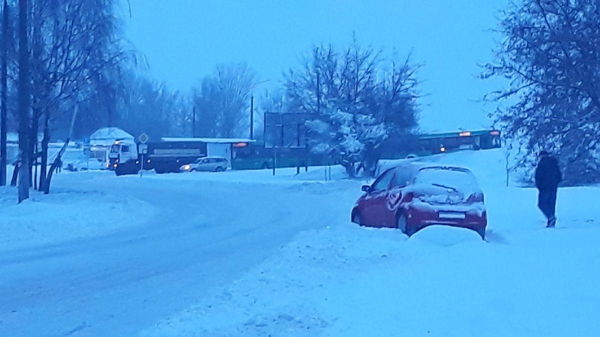 27 января. Автобусы в Северном микрорайоне. Фото: Алеся ПАНЧИШКО