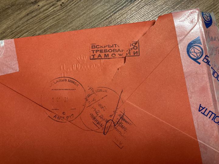 Белорусы жалуются, что на почте вскрывают их письма, которые сейчас идут из-за границы
