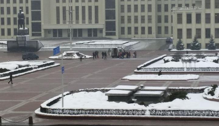 Новости. Главное за 22 января: сколько бы получал Лукашенко на пенсии, мужчина поджег себя в центре Минска, и в Чечерске учительница сломала нос ученику, ударив его головой о парту