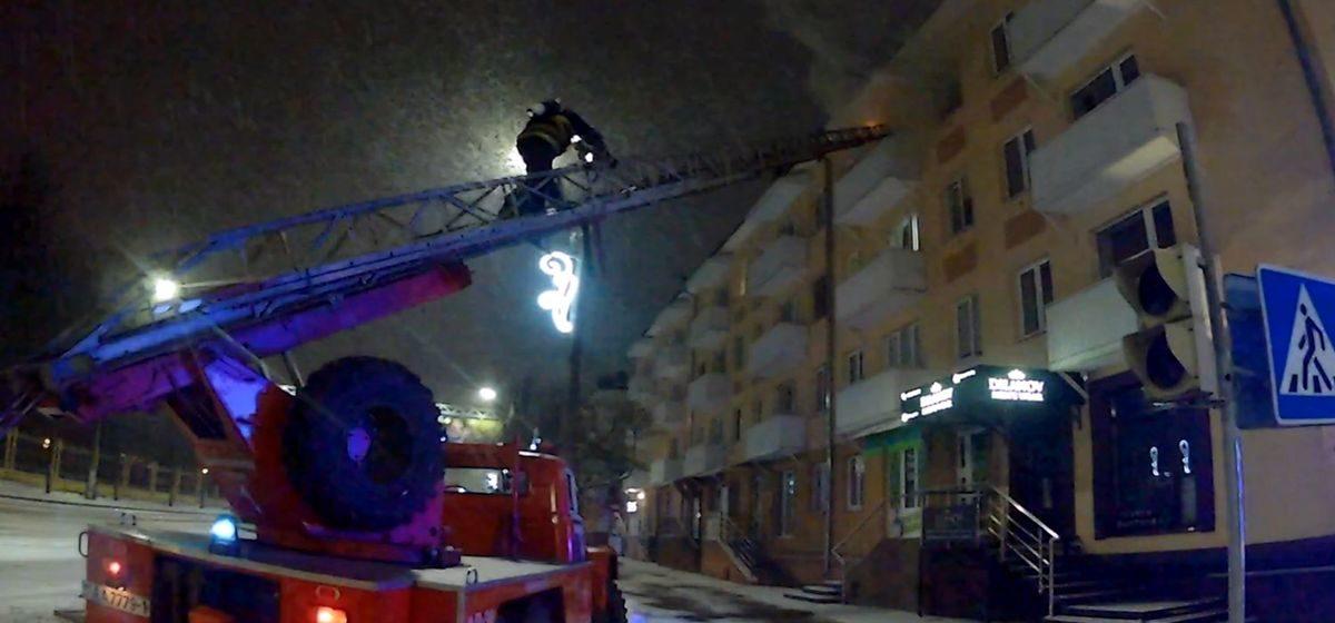 На пожаре в Барановичах спасли человека