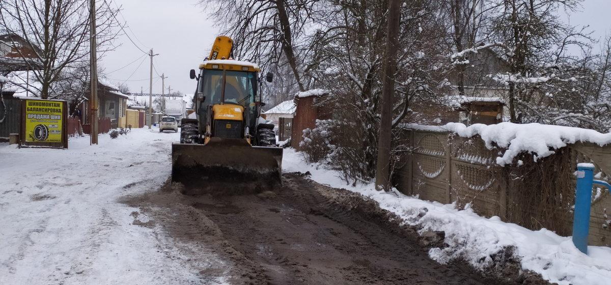 В снег и мороз начался ремонт улицы в Барановичах, на которой «за 106 лет ничего не изменилось»