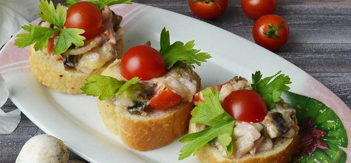 Вкусно и просто. Горячие бутерброды с ветчиной, грибами и сыром
