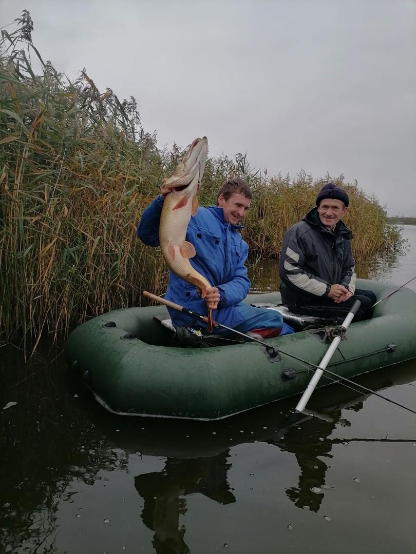 Евгений со своим уловом. Фото: Александр КУЗЬМИЧ