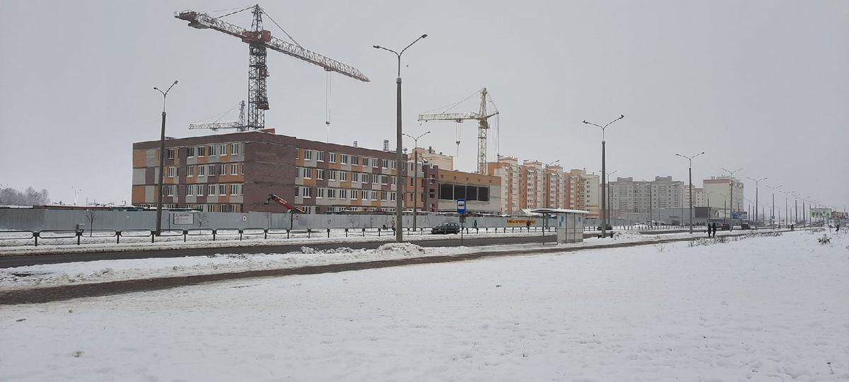 Строительство школы на улице Скорины. Фото: Елена ЗЕЛЕНКО
