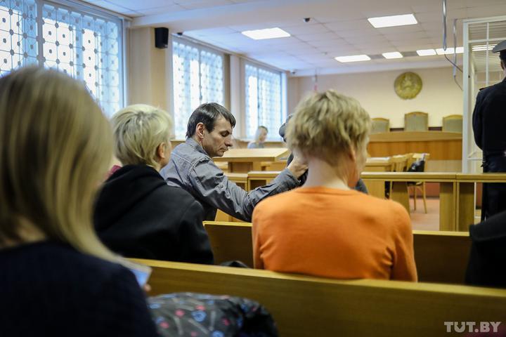 На свободу вышел минский подросток: он получил 6 лет за покушение на отца, но теперь помилован