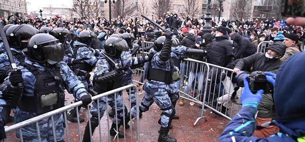 Акции протеста, столкновения с силовиками и тысячи задержанных в России: все за 31 января