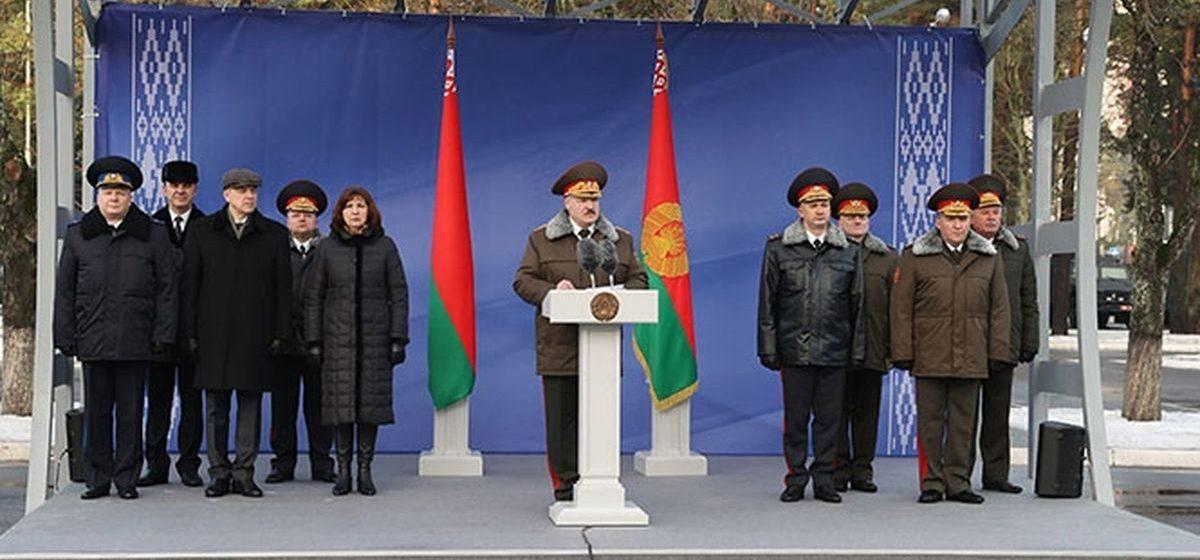 Карбалевич: Лукашенко решил плотнее зажать крышку котла, стоящего на огне. Оставив только один клапан — вынужденную эмиграцию