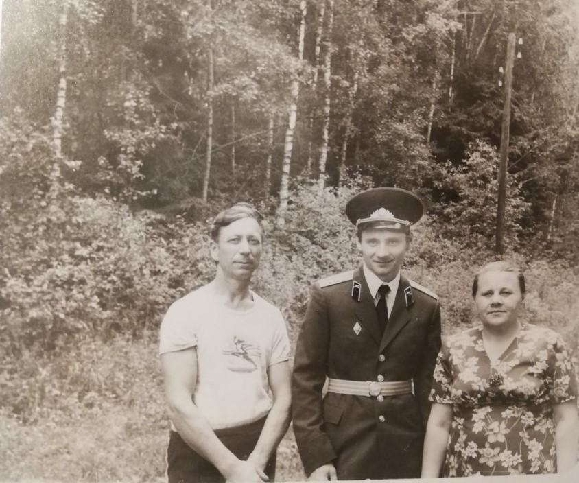 Анна и Виктор Дегтяревы со старшим сыном. Фото: семейный архив