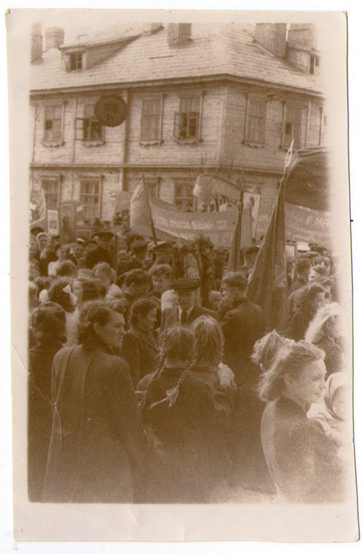 1949 год. Первомайская демонстрация. Фото: из коллекции Руслана РЕВЯКО