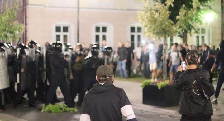 «Поможет нам только чудо» — родственники политзаключенных из Пинска, где после выборов протестующие заставили силовиков отступить