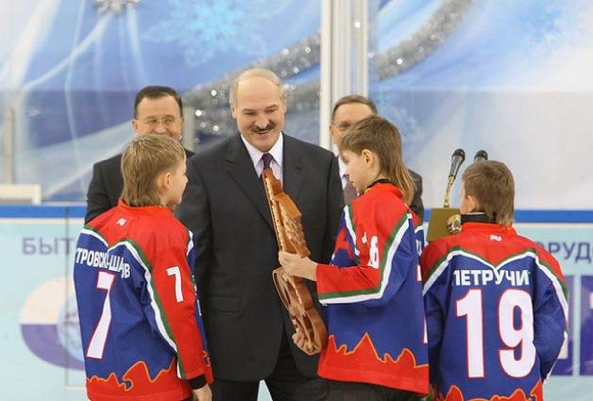 Александр Лукашенко в новом Ледовом дворце в Барановичах. Фото: сайт president.gov.by