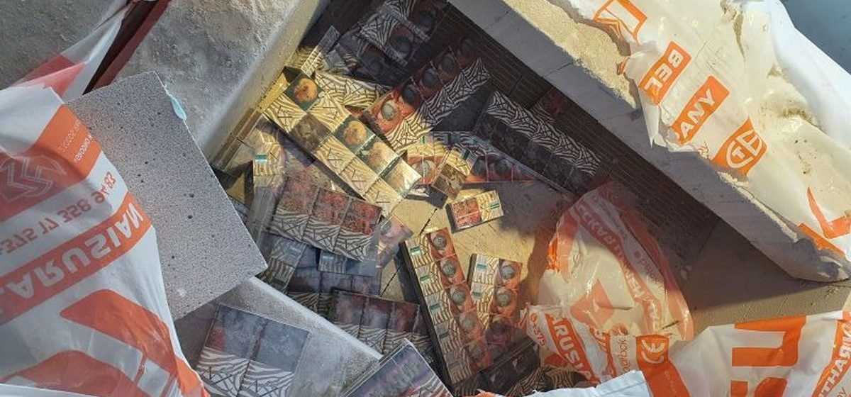 Контрабандисты пытались провезти большую партию белорусских сигарет в Литву, залив их бетоном