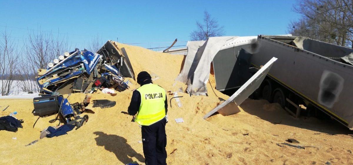 Полуприцеп оторвался на трассе в Польше и влетел во встречную фуру — погиб водитель из Беларуси