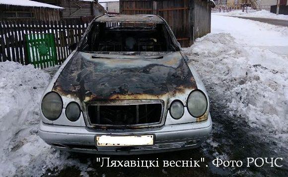 Автомобиль сгорел в Ляховичах