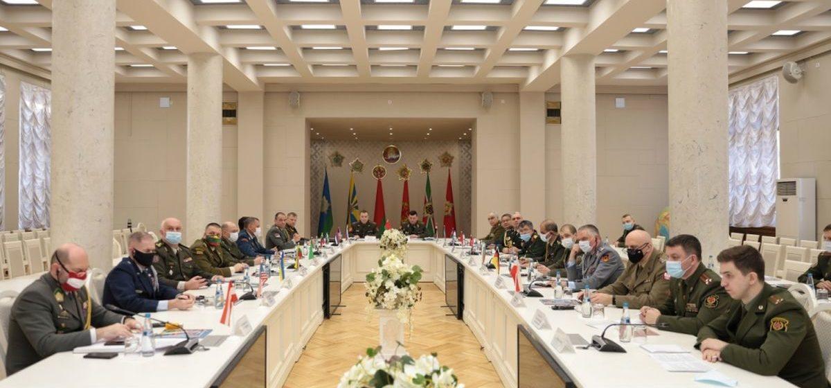 Минобороны Беларуси — иностранным военным атташе: В случае продолжения эскалации напряженности оставляем за собой право предпринять дополнительные шаги