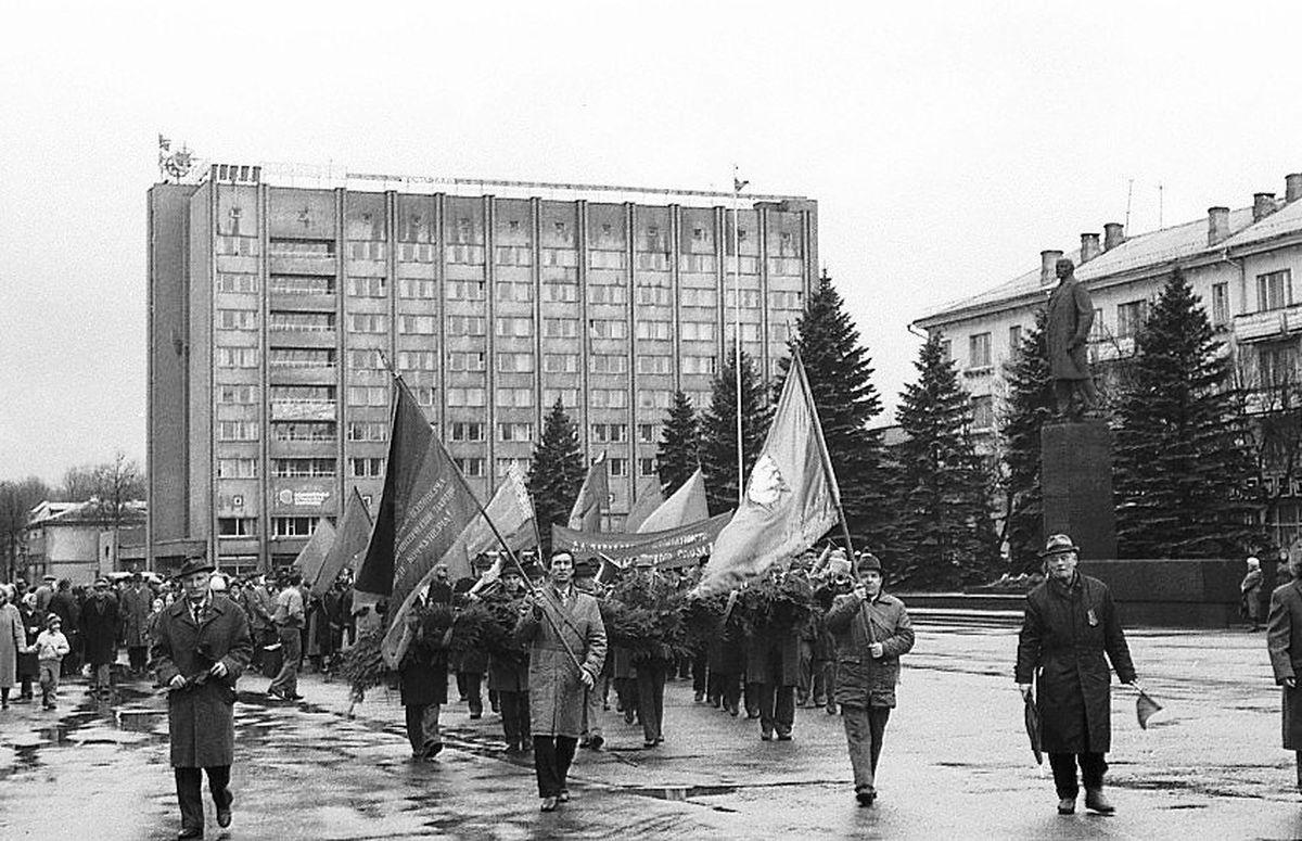 1997 год. Демонстрация 7 ноября. Фото: Иван БУТЬКО