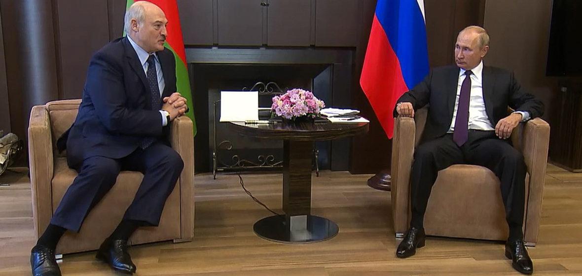 Мнение: Лукашенко уедет в Минск с приличным портфелем денег и обещаний. И так же будет продолжаться и дальше, причем еще долго