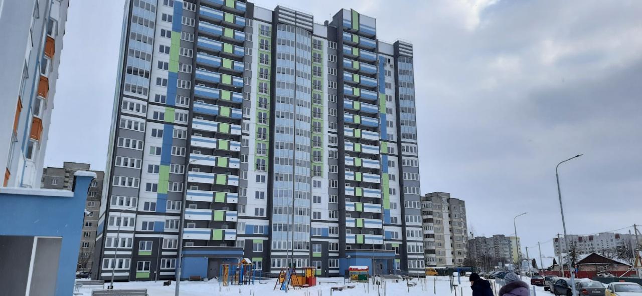 16-этажка на улице Свердлова в Барановичах. Фото: Елена ЗЕЛЕНКО