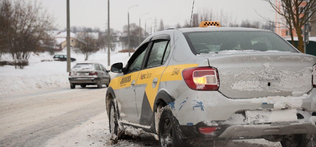 Citroen въехал в автомобиль такси в Барановичах