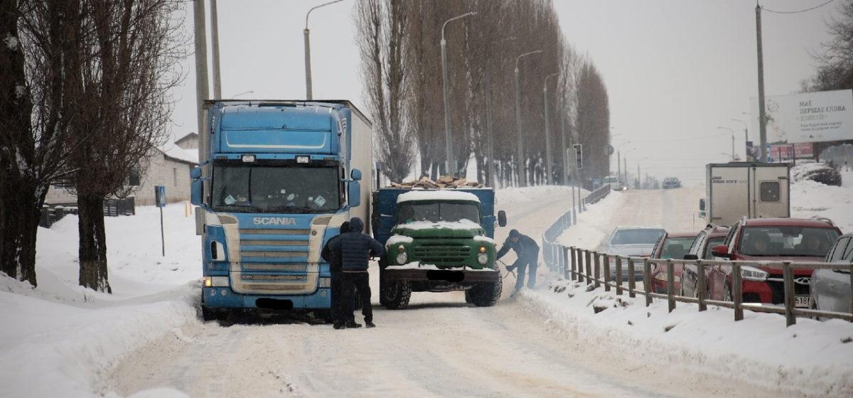 Scania и ЗИЛ не поделили дорогу в Барановичах. Фотофакт
