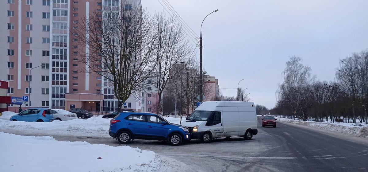 В Барановичах Hyundai вынесло на встречку и он столкнулся с Ford Transit