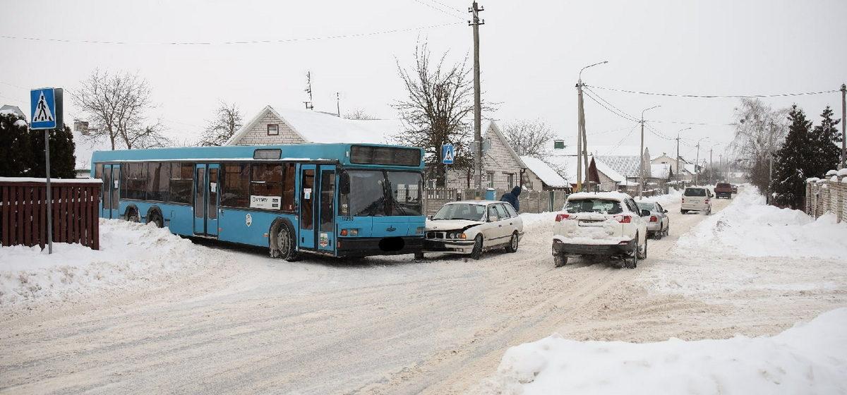 Автобус и BMW не разъехались в Барановичах