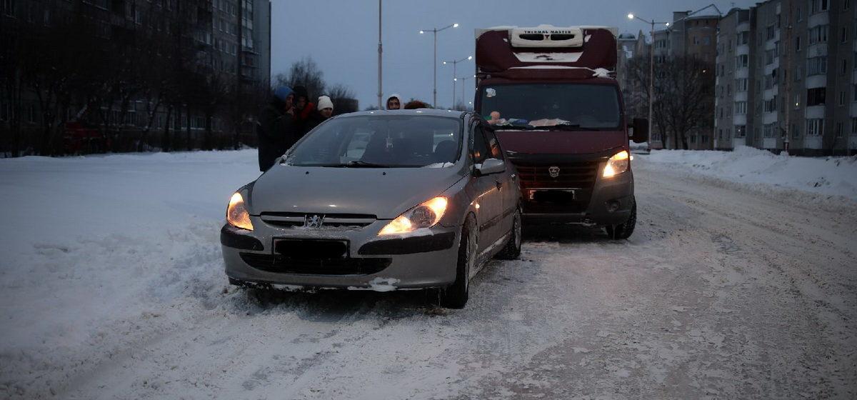 «Газель» и Peugeot столкнулись в Барановичах