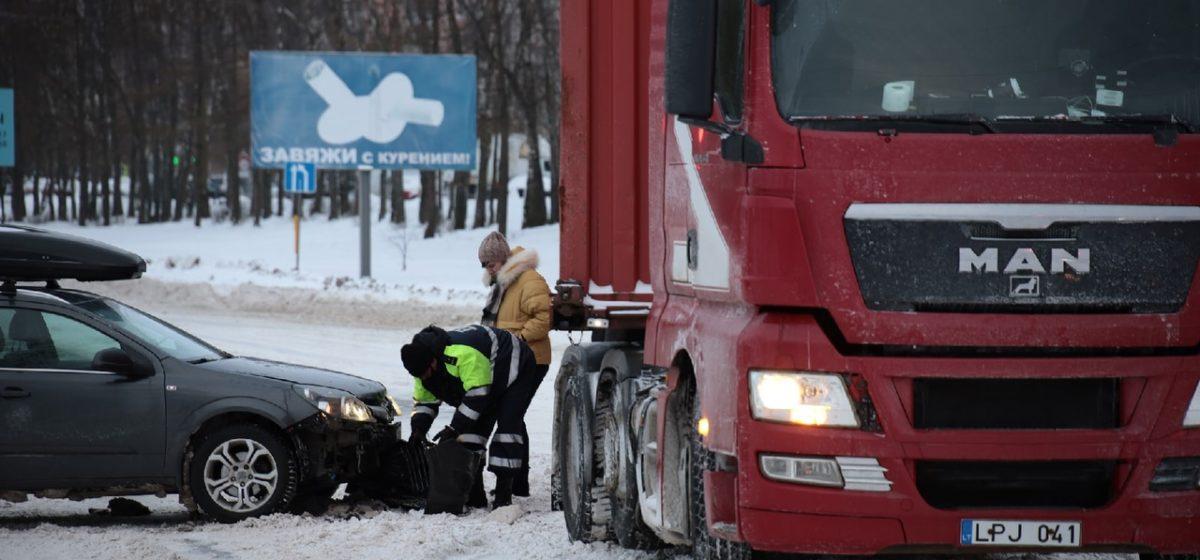 Фура не пропустила Opel на перекрестке в Барановичах