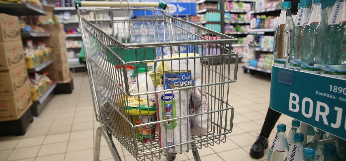 Власти продлили регулирование цен на социально-значимые товары