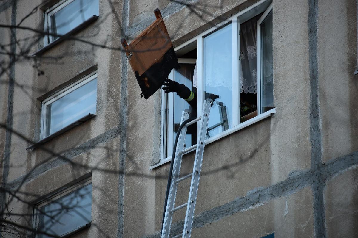 Пожар в Северном микрорайоне. Фото: Александр КОРОБ