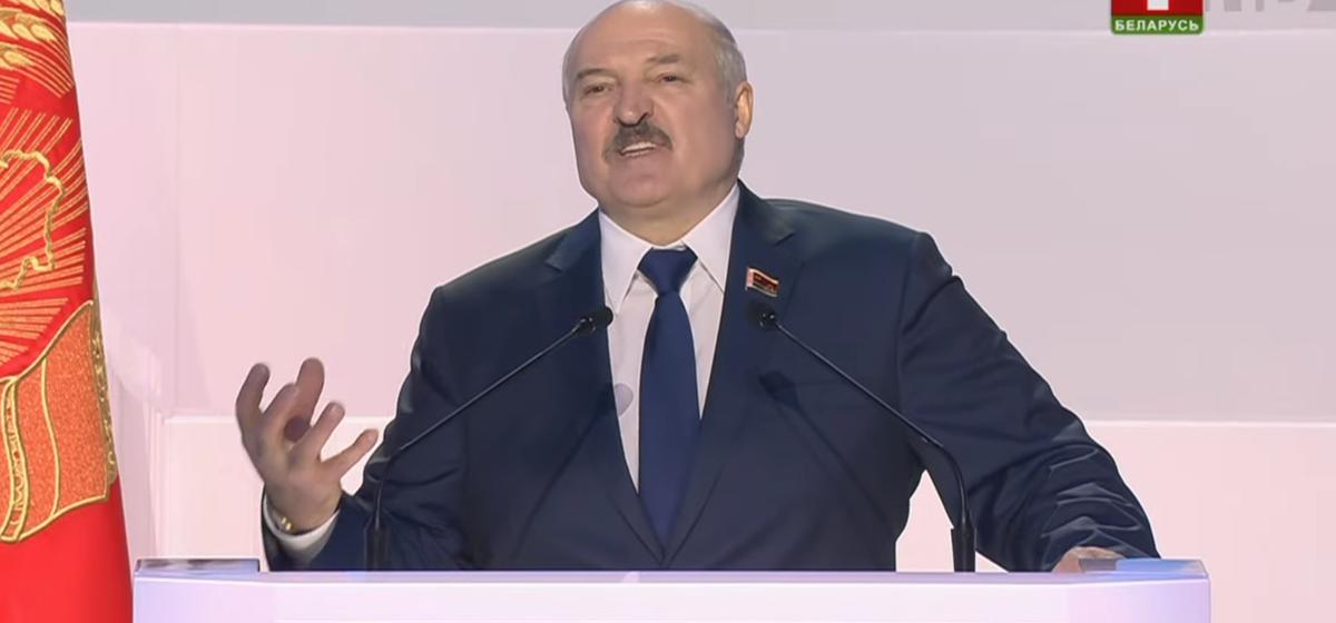 «Они все ходили, молотили омоновцев, милицию, ломали, крошили». Лукашенко поручил разобраться с тунеядцами