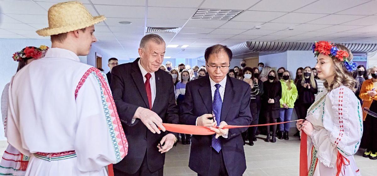 Класс Конфуция торжественно открыли в Барановичском госуниверситете