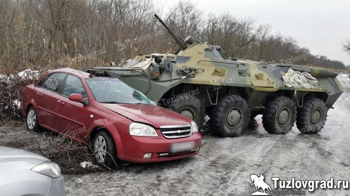 БТР протаранил машину и превратил ее в гору искореженного металла в России. Фотофакт